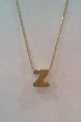 Złota litera na łańcuszku 1