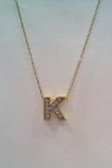 Złota litera na łańcuszku 4